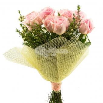 Букет из 11 роз с зеленью